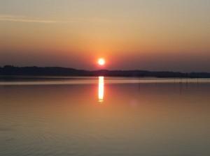 親沢公園から見た涸沼の夕陽2